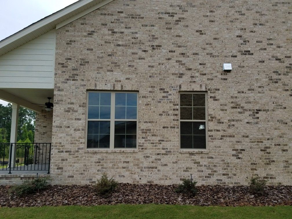 Brookhaven Brick By Cherokee Notice This Is Very Different Than The Sample Pic In Bottom Left Of Samples It Appear Brick Porch Window Siding Double Window