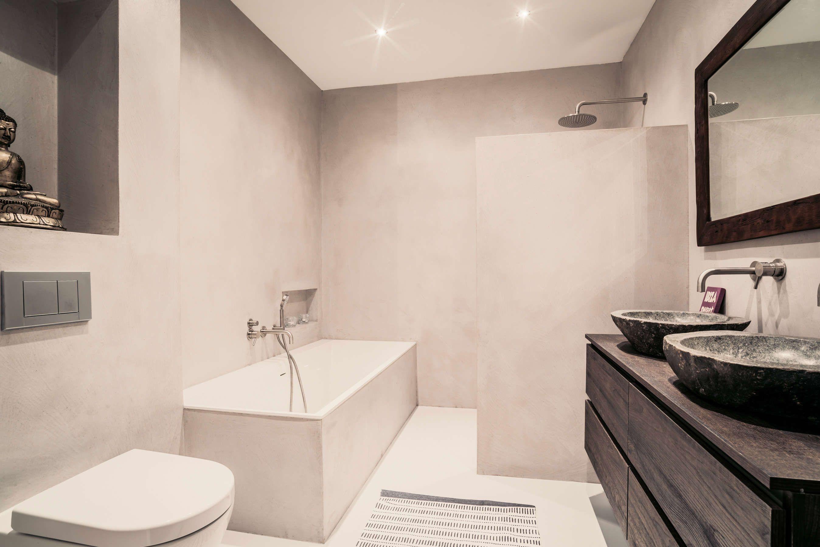 Rustgevende badkamer in natuurlijke kleuren   Creative Minds ...