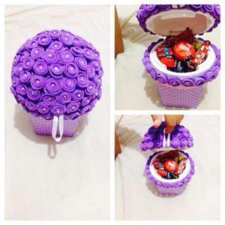 Vasinhos topiaria recheados de gostosuras!!da pra colocar o que quiser dentro os bombons foram exemplos.