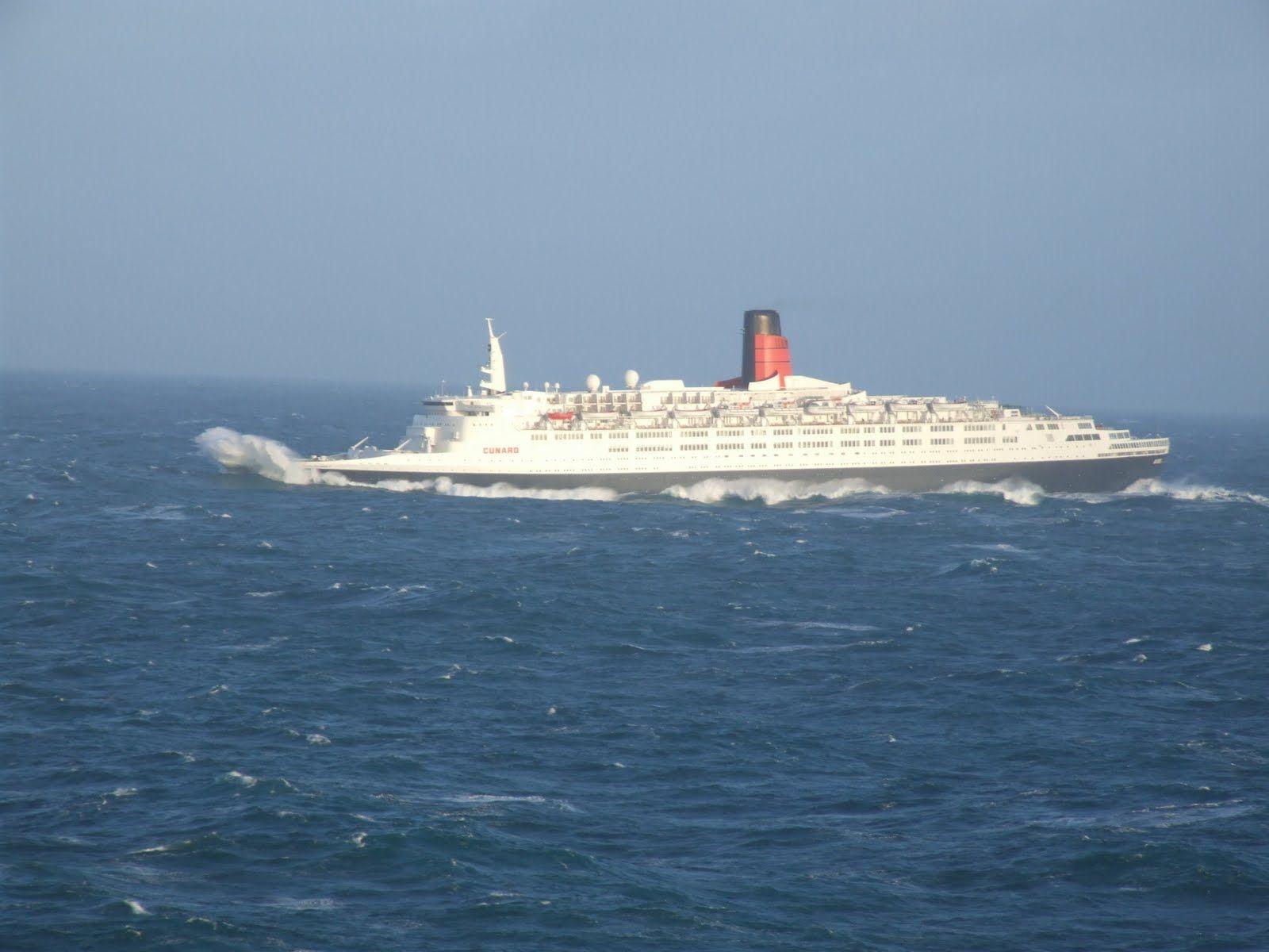 Rough Seas Queen Elizabeth Liners Pinterest Queen - Cruise ship in rough waters