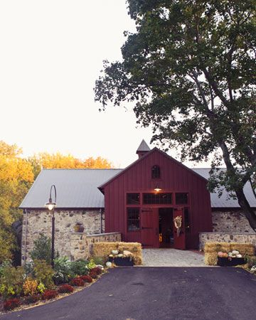 A Rustic Autumn Wedding in a Barn in Pennsylvania ...