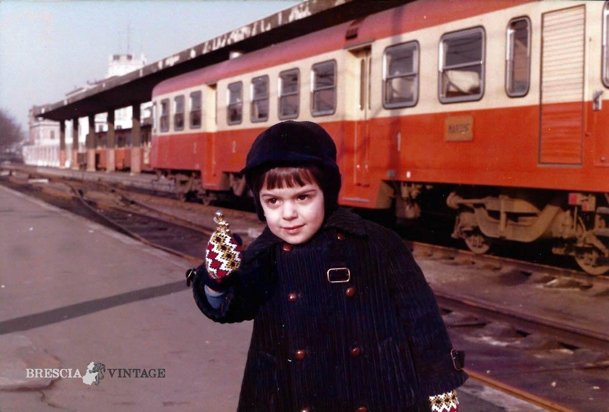 """""""Il trenino arancio del Lago d'Iseo"""" - 1981 http://www.bresciavintage.it/brescia-antica/storie-di-persone/trenino-arancio-del-lago-diseo-1981/"""