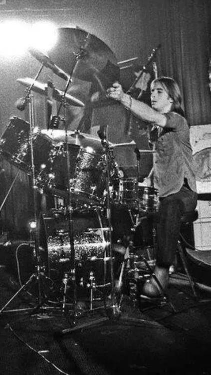 High Voltage Drummer : Phil rudd ac⚡dc pinterest ac dc and drums