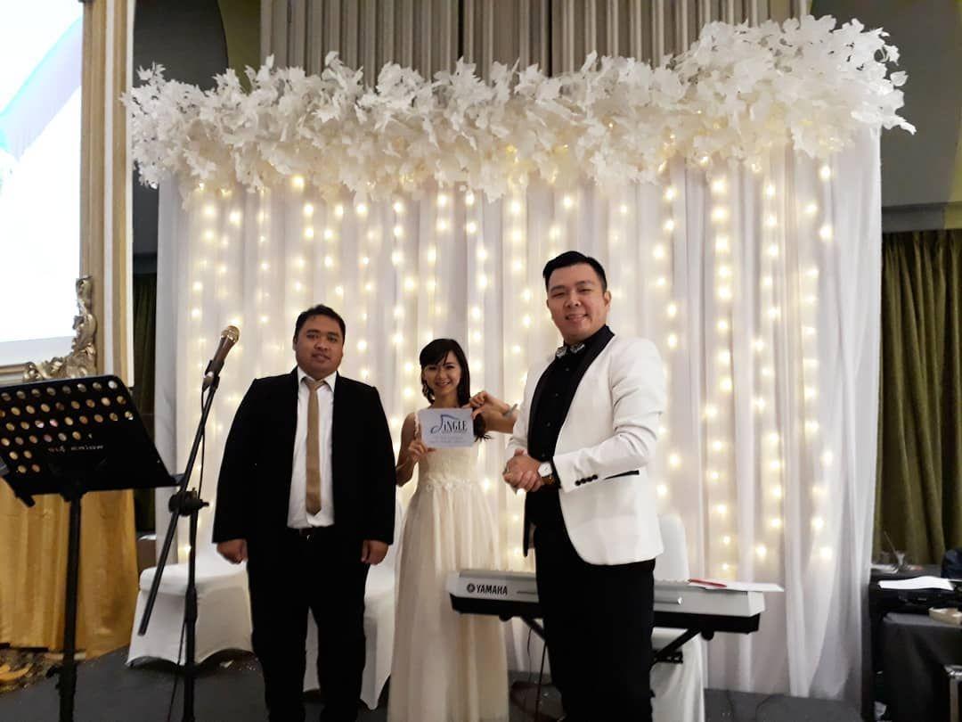 Menghadirkan Sajian Pesta Pernikahan Yg Meriah Ya Bersama Kami Jingle Entertainment Yg Handal Penuh Wedding Entertainment Master Of Ceremonies Instagram Posts