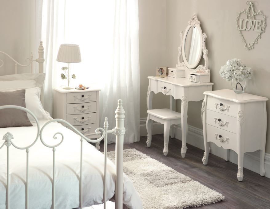 Mobili Camera Da Letto Vintage : Toulouse white dressing table and stool #french #vintage #toulouse