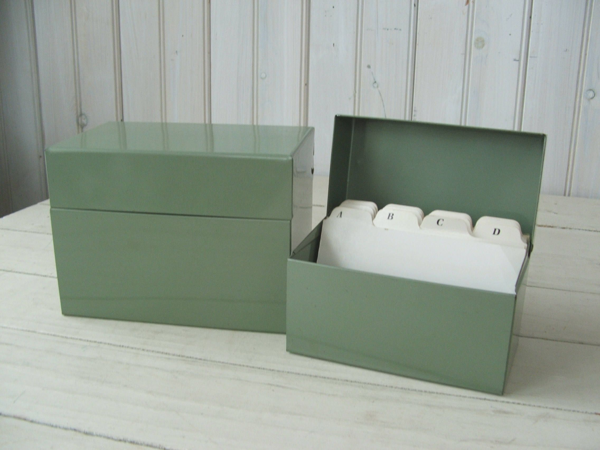index card box with dividers