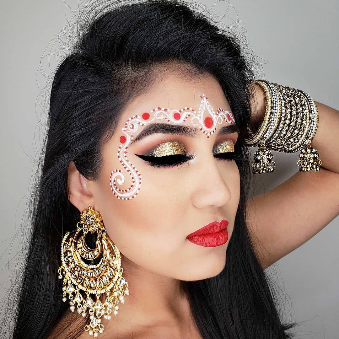 Bengali Bridal Chandan Art Chandan Or Sandelwood Designs Was A Distinctive Characteristic Of Benga Bengali Bridal Makeup Indian Bride Makeup Bridal Makeup