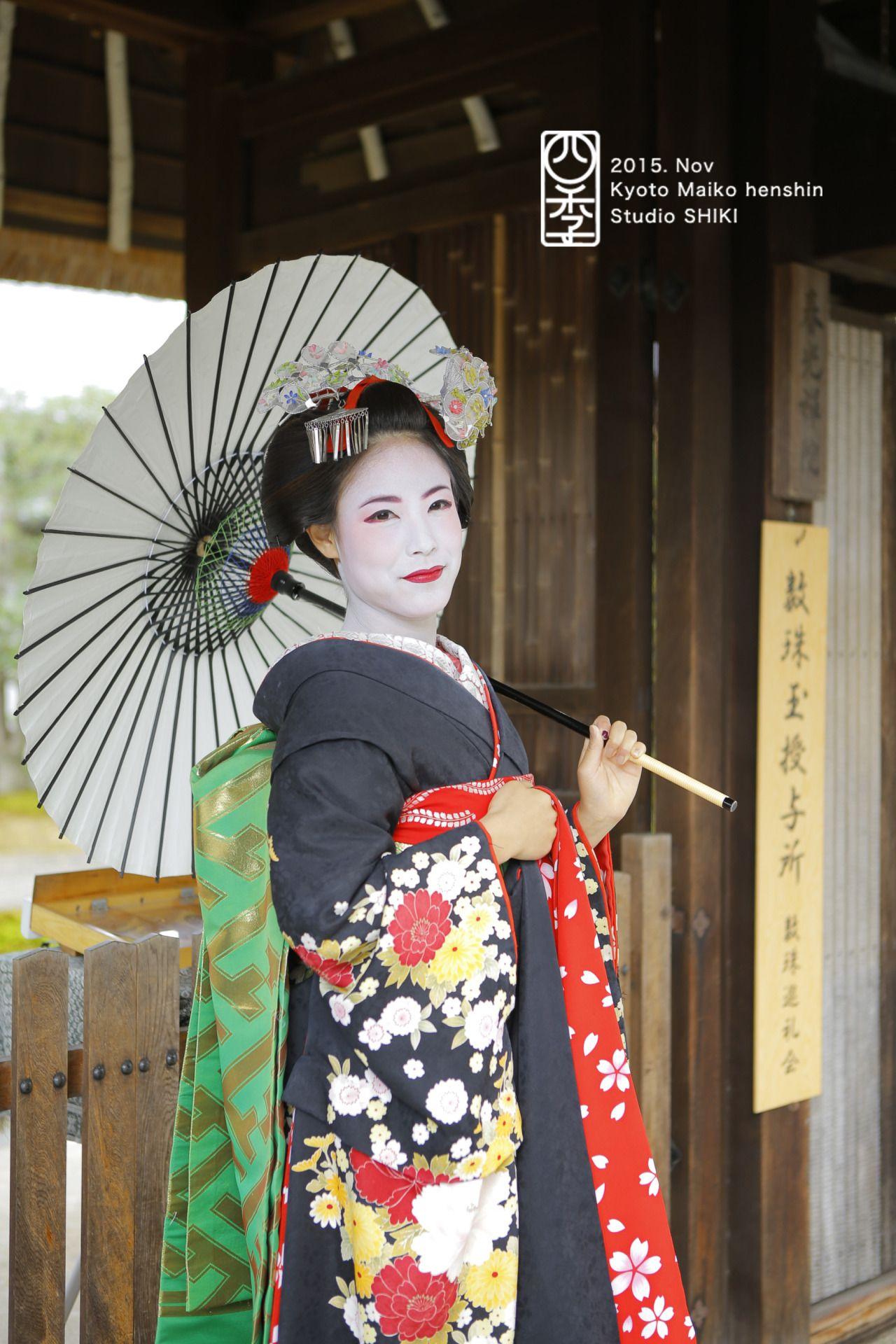 京都もいい感じに紅葉してきました!舞妓さんに変身して、秋の京都を散策してみませんか?#舞妓 #着物 #京都 #体験 #秋 #四季 #二年坂