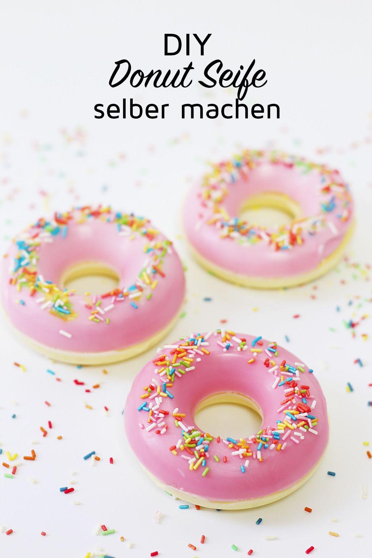 seife selber machen in donut form originelle diy geschenkidee seife selber machen diy. Black Bedroom Furniture Sets. Home Design Ideas