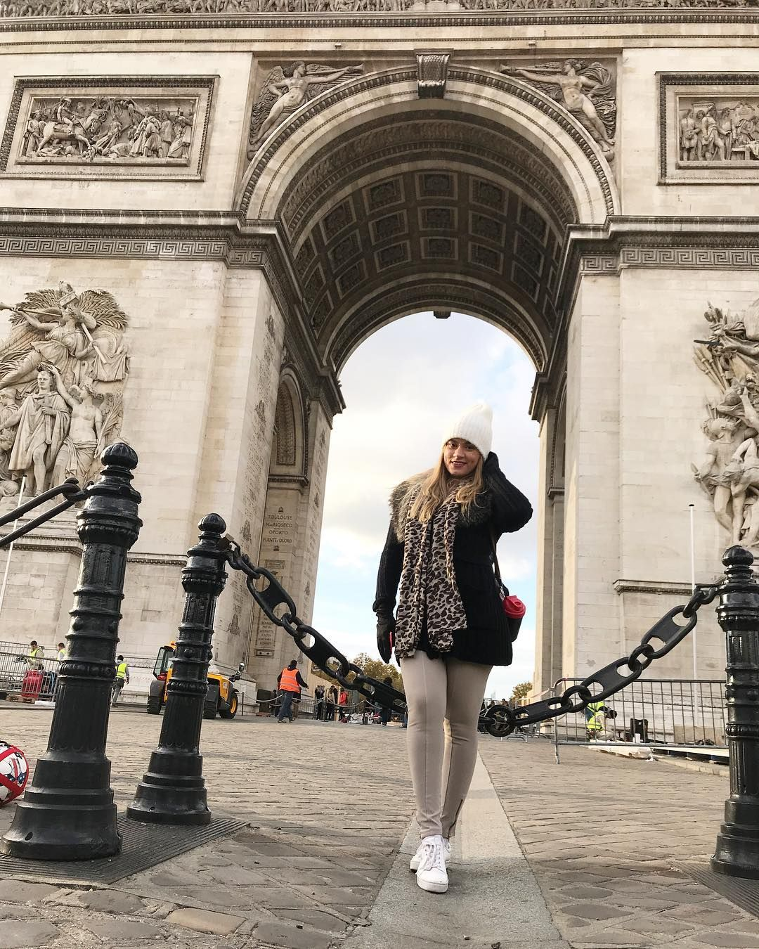 Paris Photo Idea Arc De Triomphe Winter Outfit Fall Outfit Europe Outfit Loving Paris And The Arch Women Motivation Europe Outfits Fashion And Beauty Tips