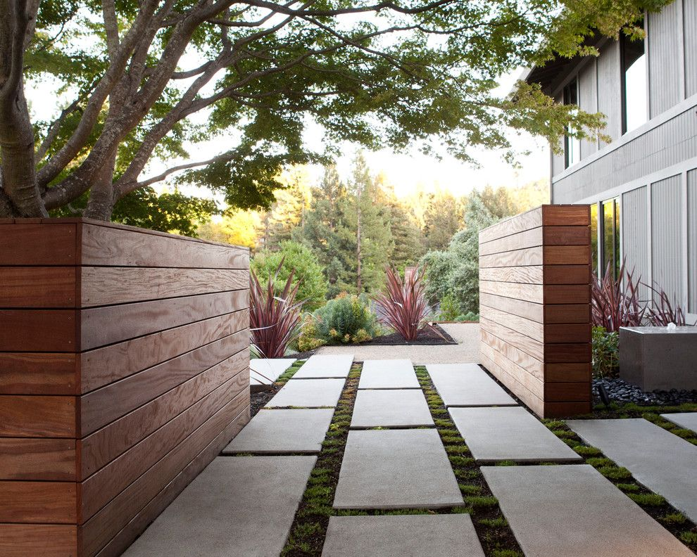 Sheet Metal Fence Landscape Contemporary With Concrete Fountain Concrete Paver Beeyoutif Modern Garden Landscaping Modern Landscaping Modern Landscape Design