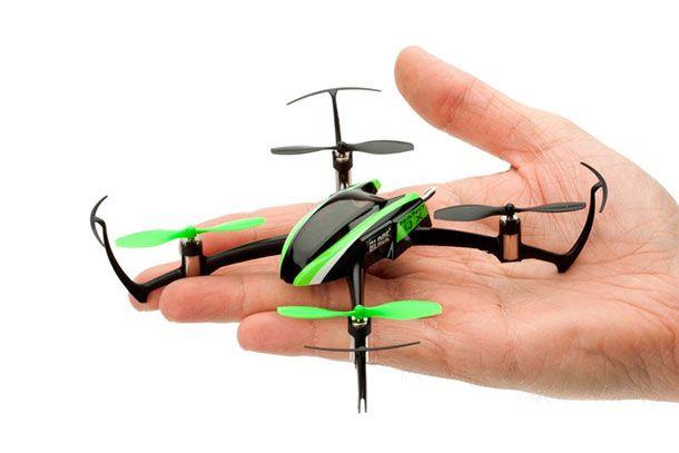 Des drones en essaim contrôlés par la gestuelle