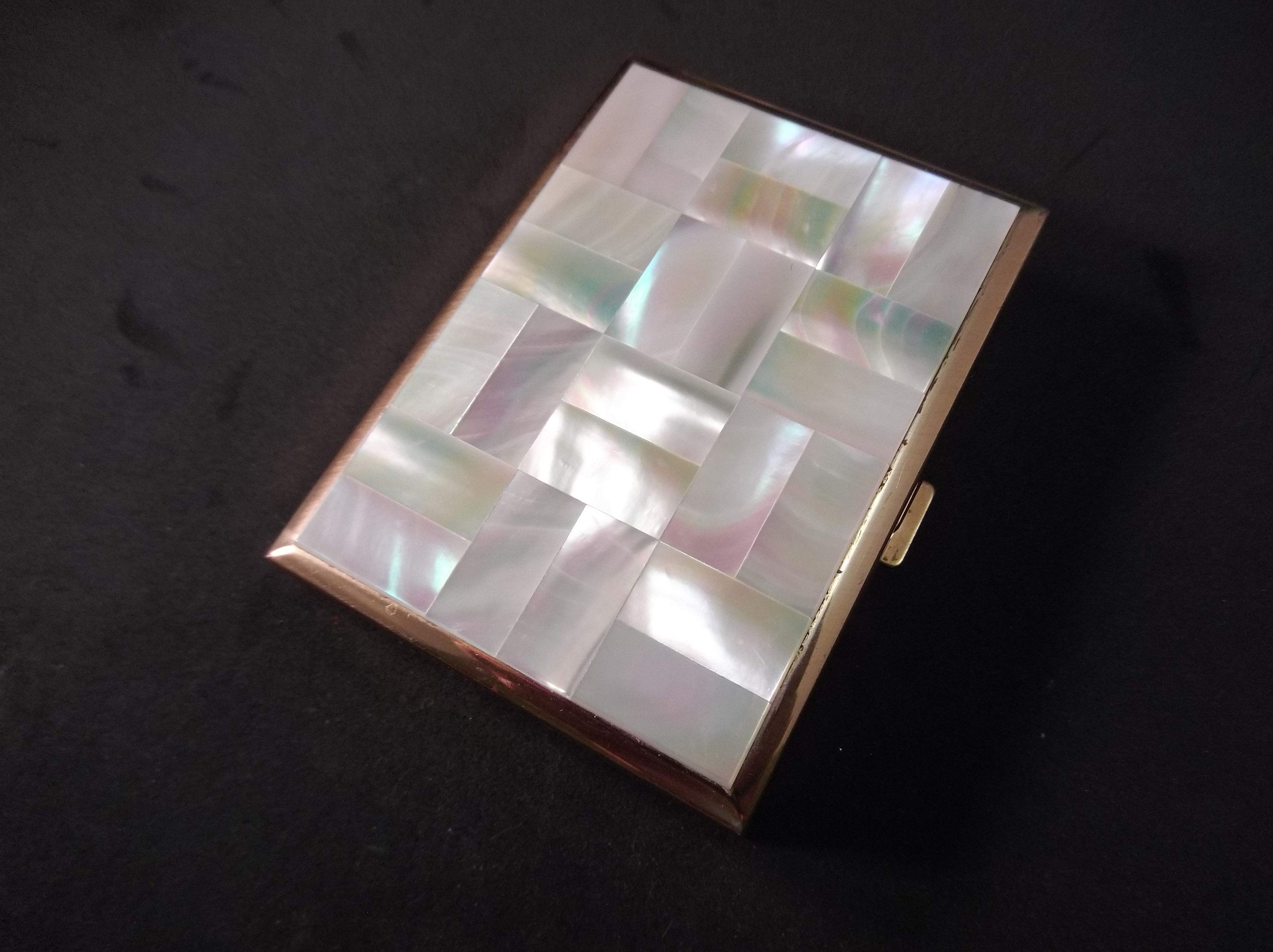 Makeup Compact, Mother of Pearl, with Music Box, Unknown