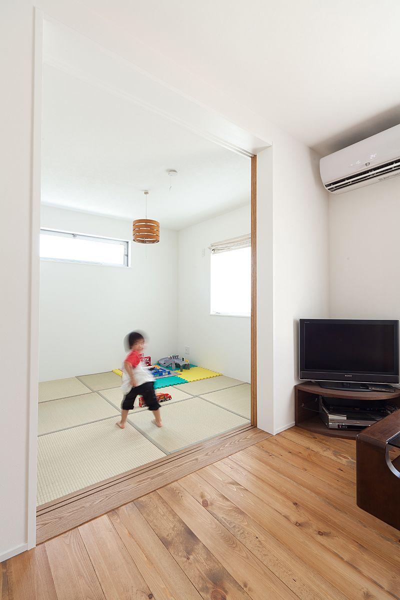 増築した和室空間 リビングに面して配置し 客間やキッズスぺース