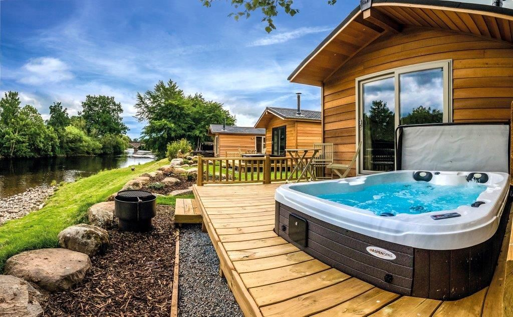 Even We Are Jealous Of This Aspen Spa Installation In The United Kingdom Can We Join Please Cabin Hot Tub Log Cabin Holidays Luxury Log Cabins