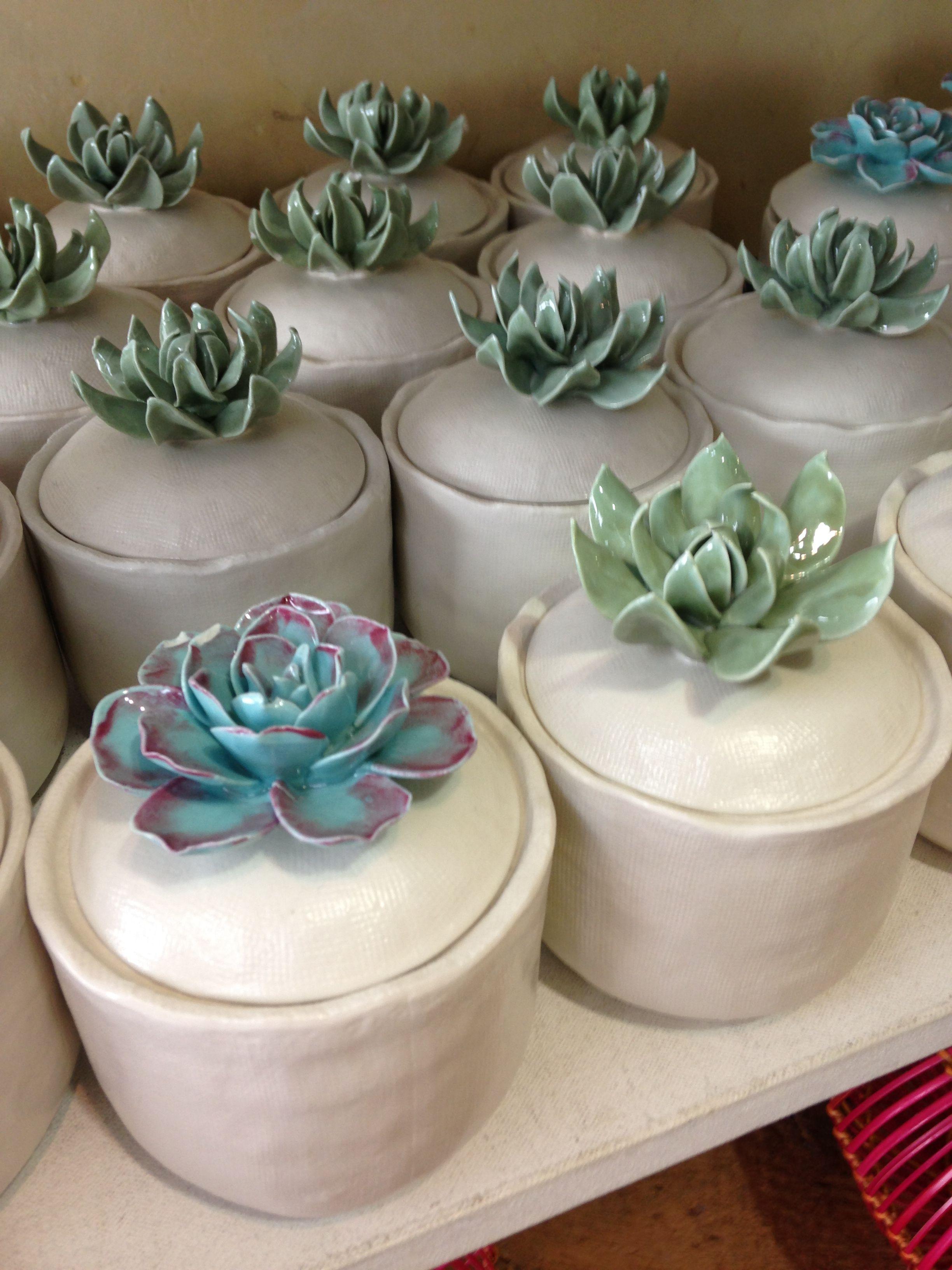 Beh lter mit sukkulenten verzierung susi mix pinterest keramik ideen t pferei und keramik - Keramik ideen ...