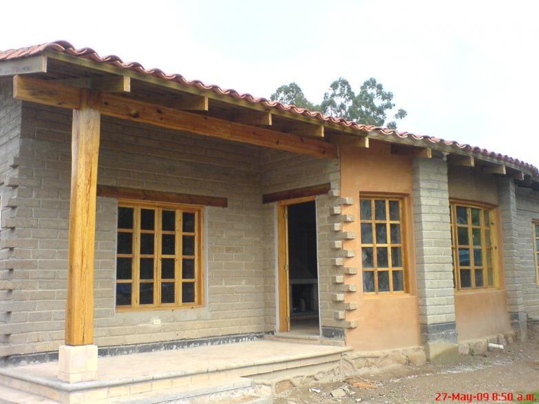 Casa de adobe compactado construida por compa a for Casa de dos plantas en honduras