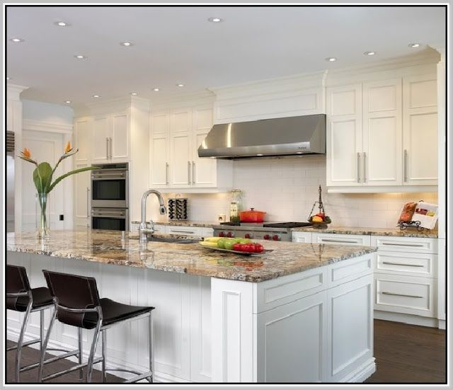 Cuisine Blanc Et Marron: Bainbrook Brown Granite Countertops With White Cabinets