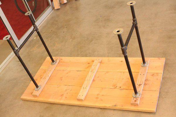 Diy pipe leg table h o m e pinterest pipe table diy for Industrial design startups