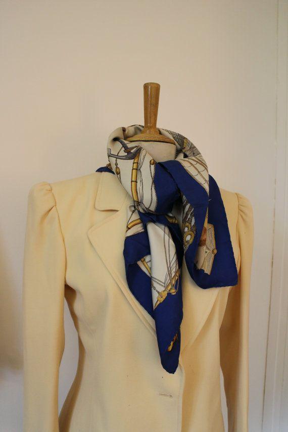 HERMÈS Rare foulard   Carré de la maison HERMÈS, Paris, SCOTLAND, Signée  ledoux, Twill de soie, Silk, Collector, 90 x 90 cm   haute couture 7f2b62491d7
