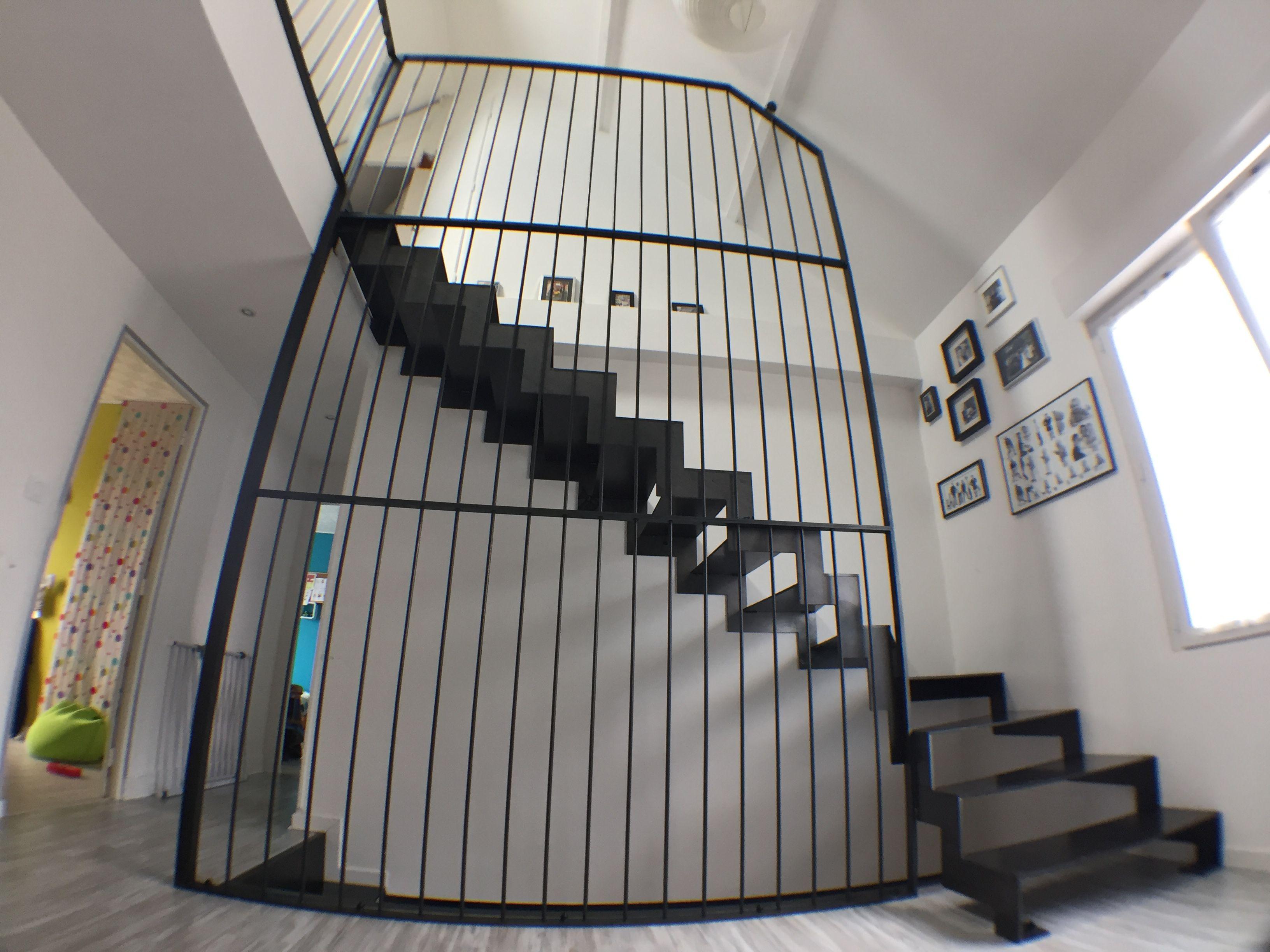 escalier metal brut cir garde corps barraudage vertical escalier tout metal bois en acier. Black Bedroom Furniture Sets. Home Design Ideas