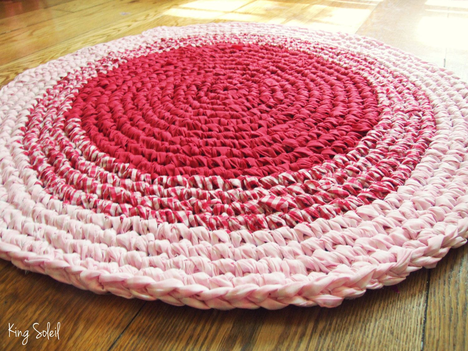 Crochet Rug Red Gingham to Pink Nursery Children\'s Circle Cotton Rug ...