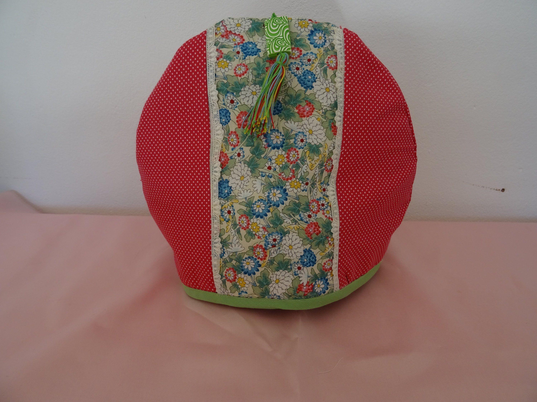 Cache Theiere En Tissu Patchwork De Tissu Fleuri Et De Tissu A Petits Points Rouge Et Blanc Tasse 5 6 Tissu Patchwork Fleurs En Tissu Tissu