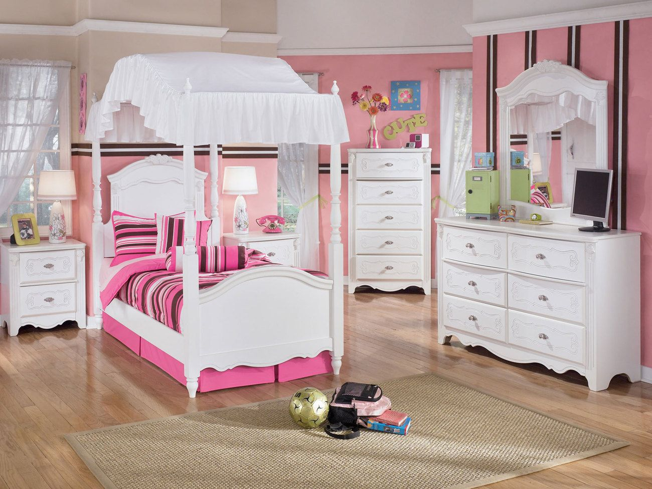 Chic Twin Bedroom Set With White Shabby Furnitures Includes Dresser And Mirror Canopy