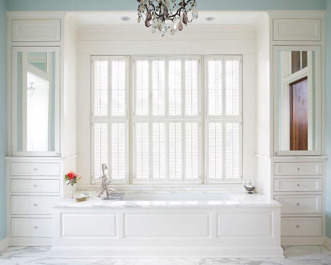 bañera mas closet ropa a los lados