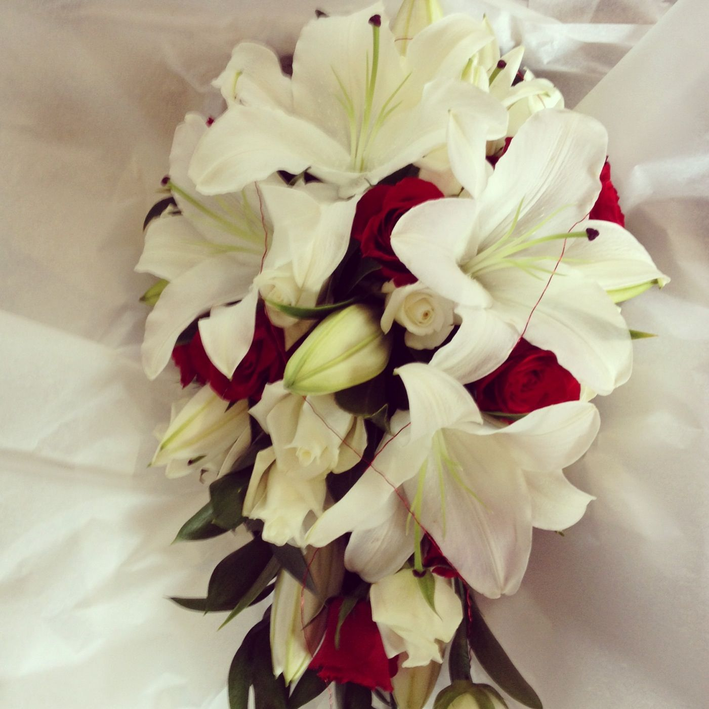 Wedding bouquets teardrop  Teardrop roses and lilies bouquet  Flowers  Pinterest  Lily