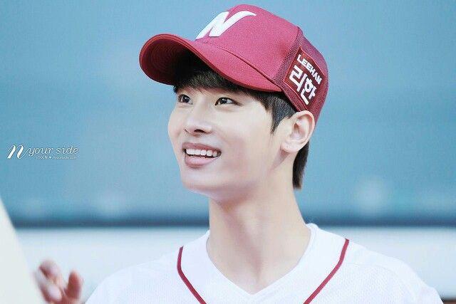 Hakyeon oh my gosh that smile❤️❤️❤️