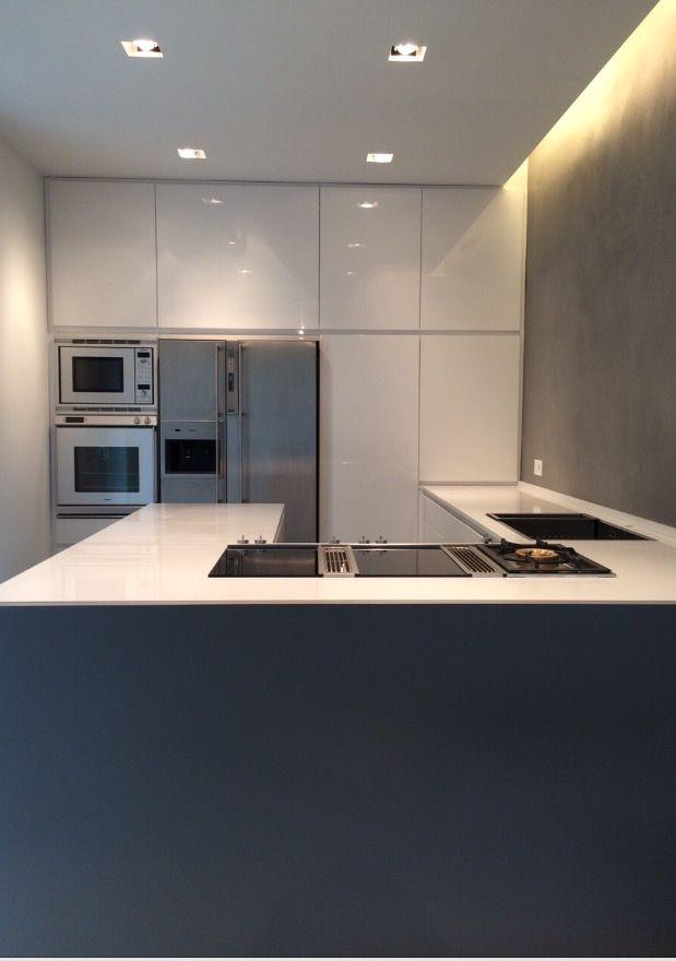 Cucina realizzata in Laccato Lucido Bianco con top in Corian ...