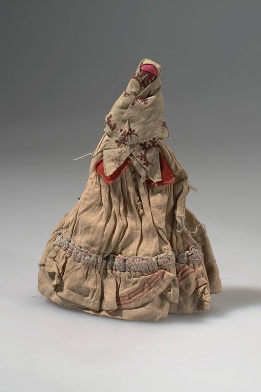 Doll. Russianized natives, Siberia, Markowa (1902, Jesup expedition). Cloth, thread; H: 19,4 cm © American Museum of Natural History