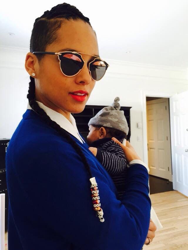 Mommy style! Alicia Keys