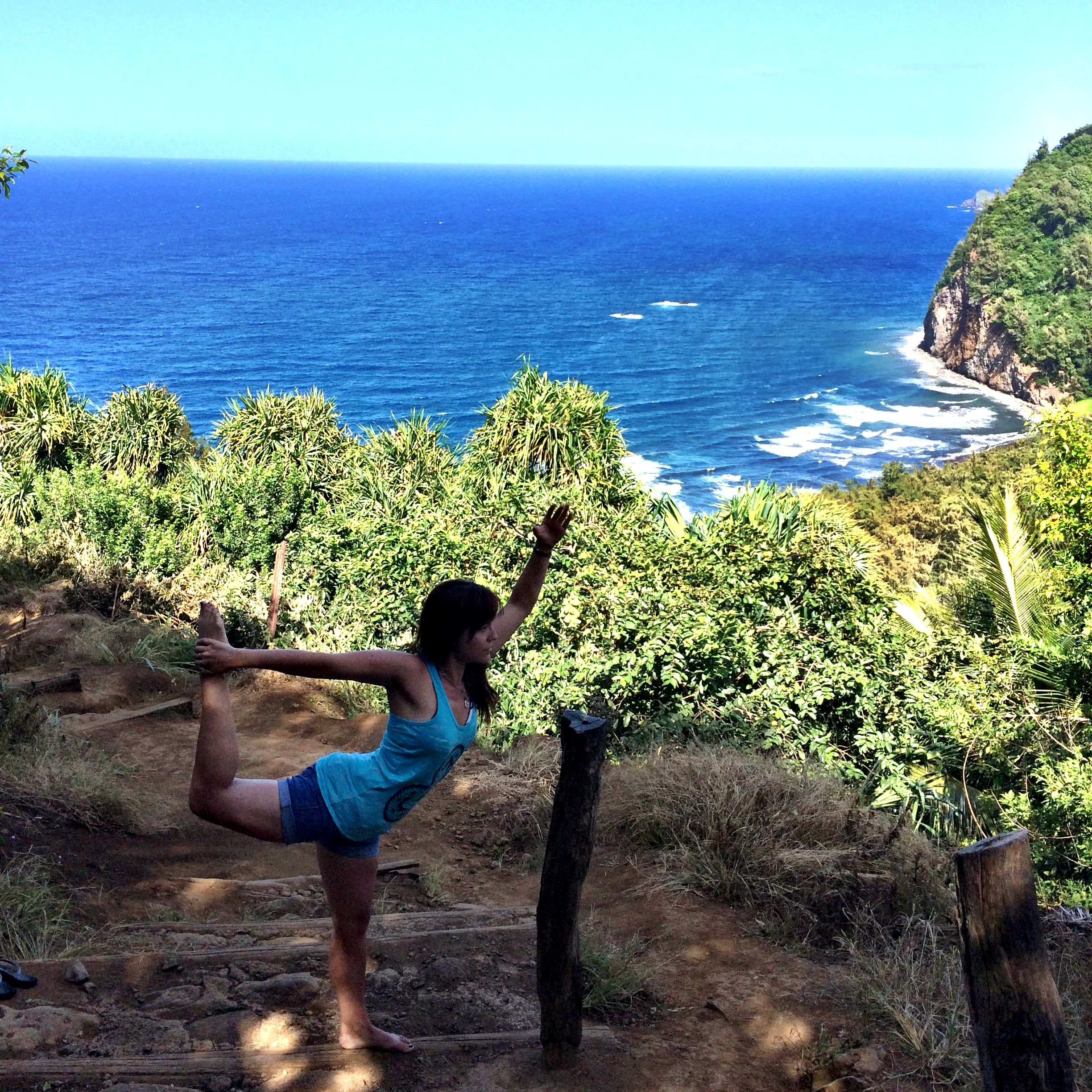 I mean, Jenn looks like she misses us terribly....right? RIGHT? But no really. We miss you, Jenn...even though we're insanely jealous of you getting your Bar on in paradise. #paradise #hawaii #vacayworkout #whataview #barmethod