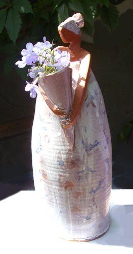 Keramikfigur von Anette Schröder - Blumenfrau für den Garten im Onlineshop