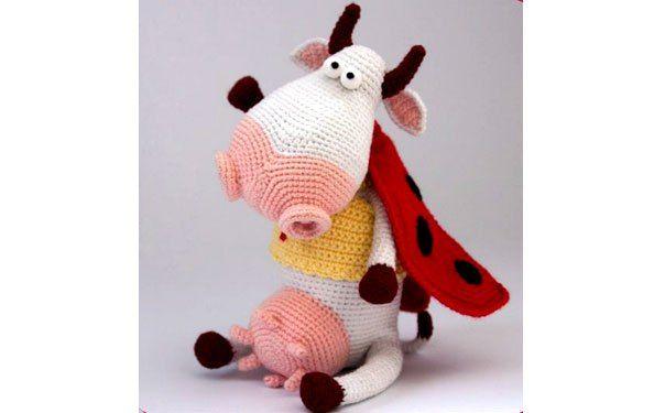 Вязаная корова в костюме божьей коровки | зверушки | Pinterest ...