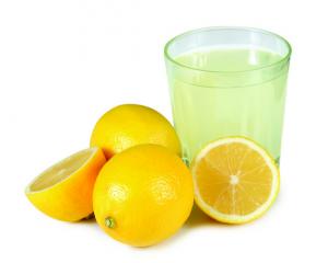 Il limone è un frutto dalle mille proprietà. Vediamo come può essere utilizzato in cosmesi e per la cura personale. Caratteristiche e proprietà nutrizionali: La parte più utilizzata del limone è il…