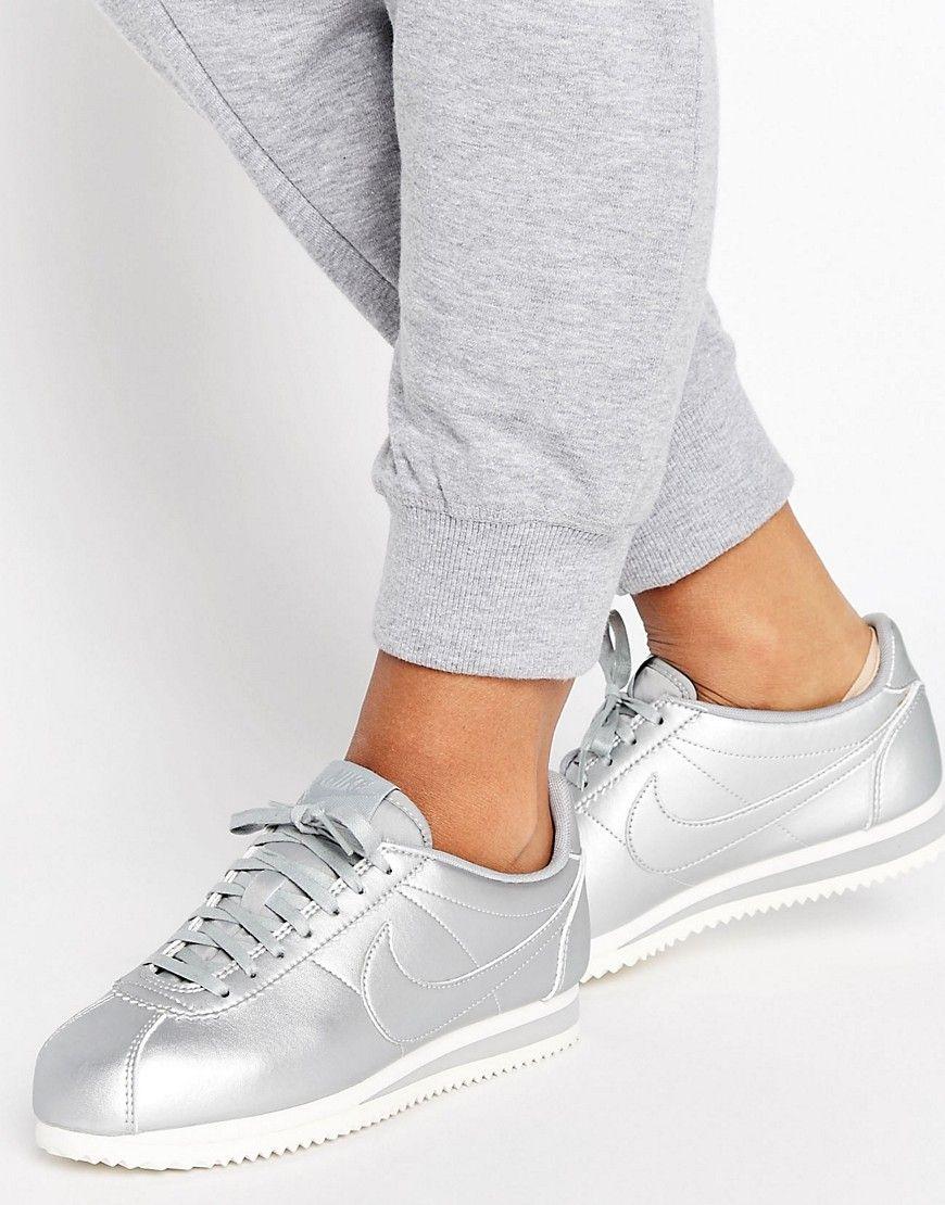 online retailer 77218 0f628 Zapatillas de deporte en plateado metálico Cortez de Nike. Zapatillas de  deporte de Nike, Exterior de cuero sintético, Acabado metalizado, ...