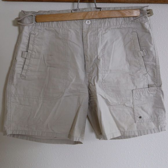 "Columbia Cargo Khaki Shorts Worn just a few times, my chicken legs just weren't meant for shorts. My postpartum body even less so! These shorts adjust at the waist for the post hike pizza binge. Inseam is appx 5.5"". Columbia Shorts Cargos"