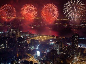 Chicago Fireworks New Year S Eve Or Maybe Venetian Night Chicago Fireworks Ny City Celebration Around The World