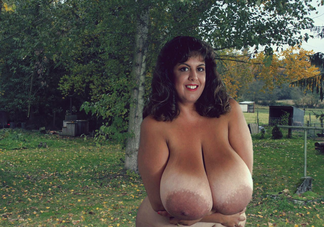 Outdoors girl nude ssbbw