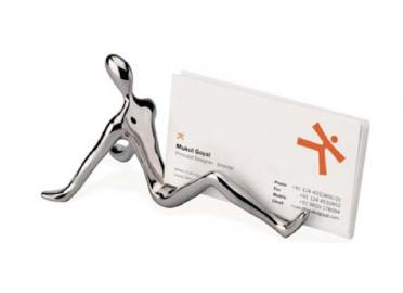 Ce Porte Cartes De Visite ID Pour Bureau Est Aussi Decoratif Que Pratique Il Illustre Dun Personnage En Laiton Recycle Et Chrome