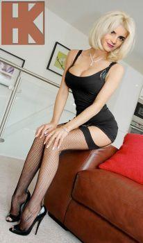 emma Hot blonde milf