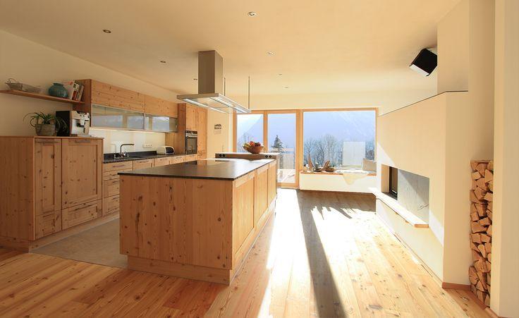 Die Offene Wohnkuche In Fichte Altholz Ist Grossz Altholz Arbeitsplatte Die Fichte Grossz Is Modern Wooden Kitchen Wooden Kitchen Large Kitchen Island