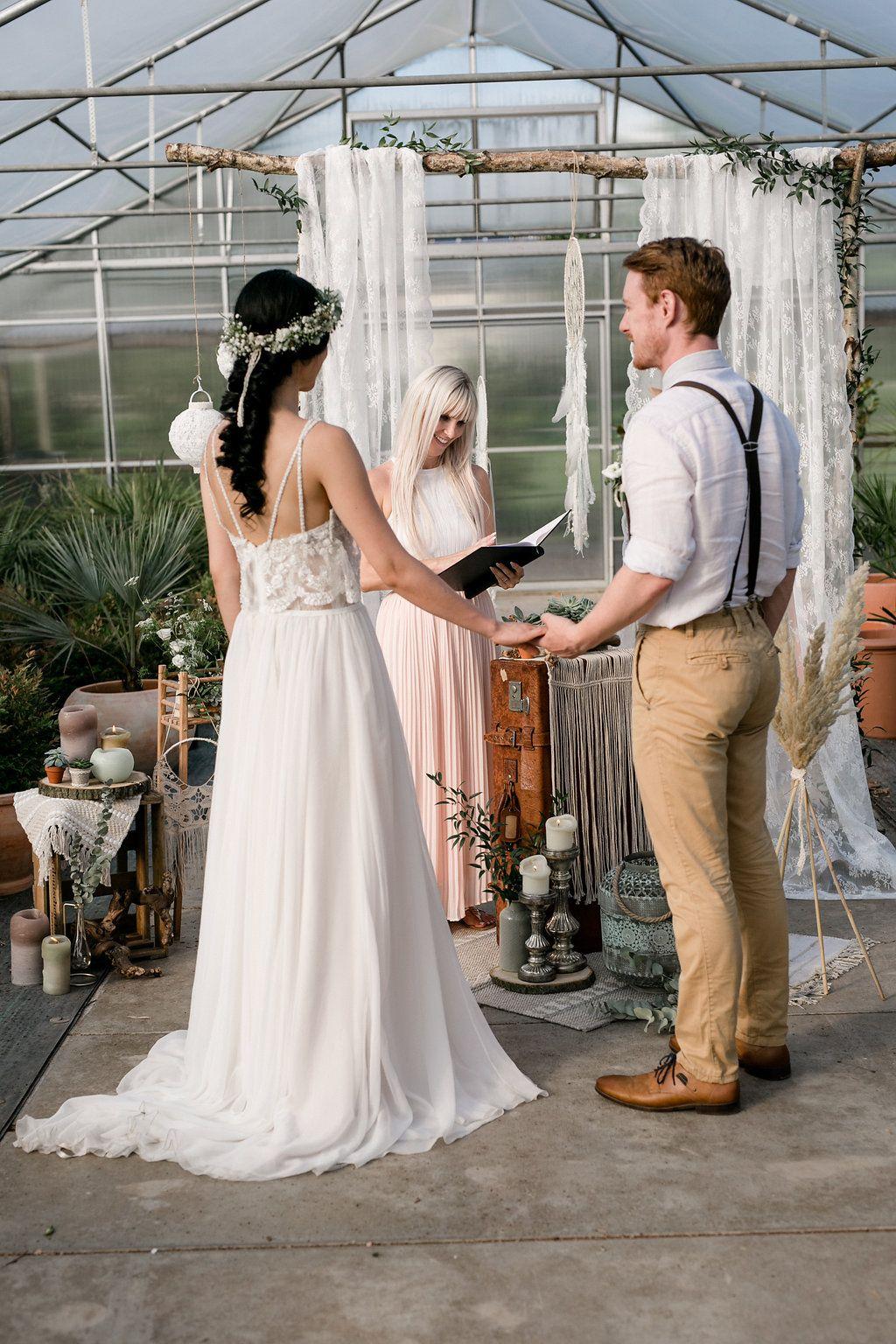 Wild Romance Boho Wedding Weddicted Feelings Wedding Boho Hochzeitsinspirationen Hochzeitskleid Spitze