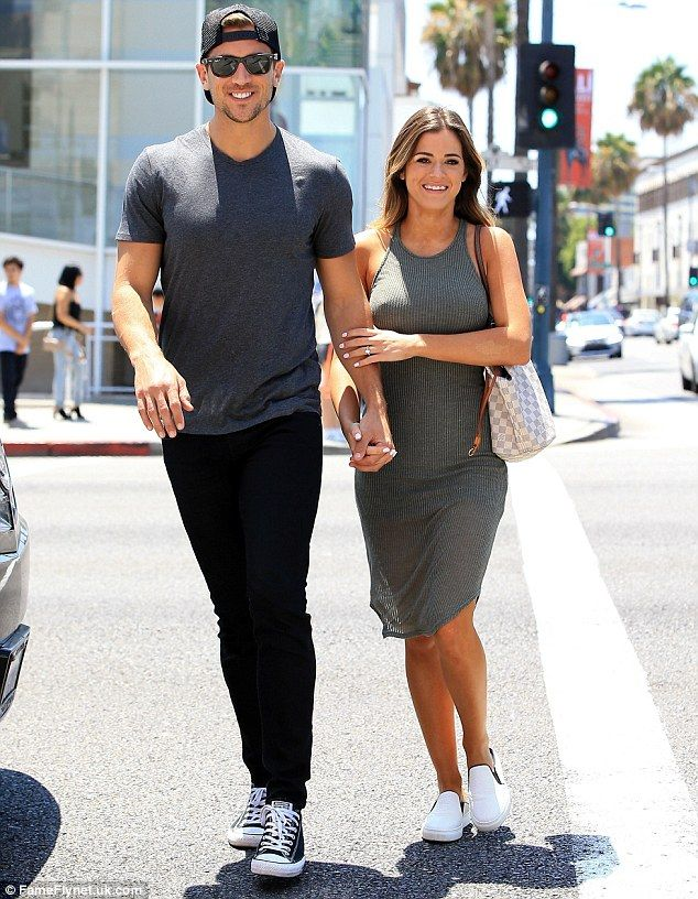 5f692ae431f6d So in love  JoJo Fletcher and Jordan Rodgers were spotted shopping in  Beverly Hills on Wednesday