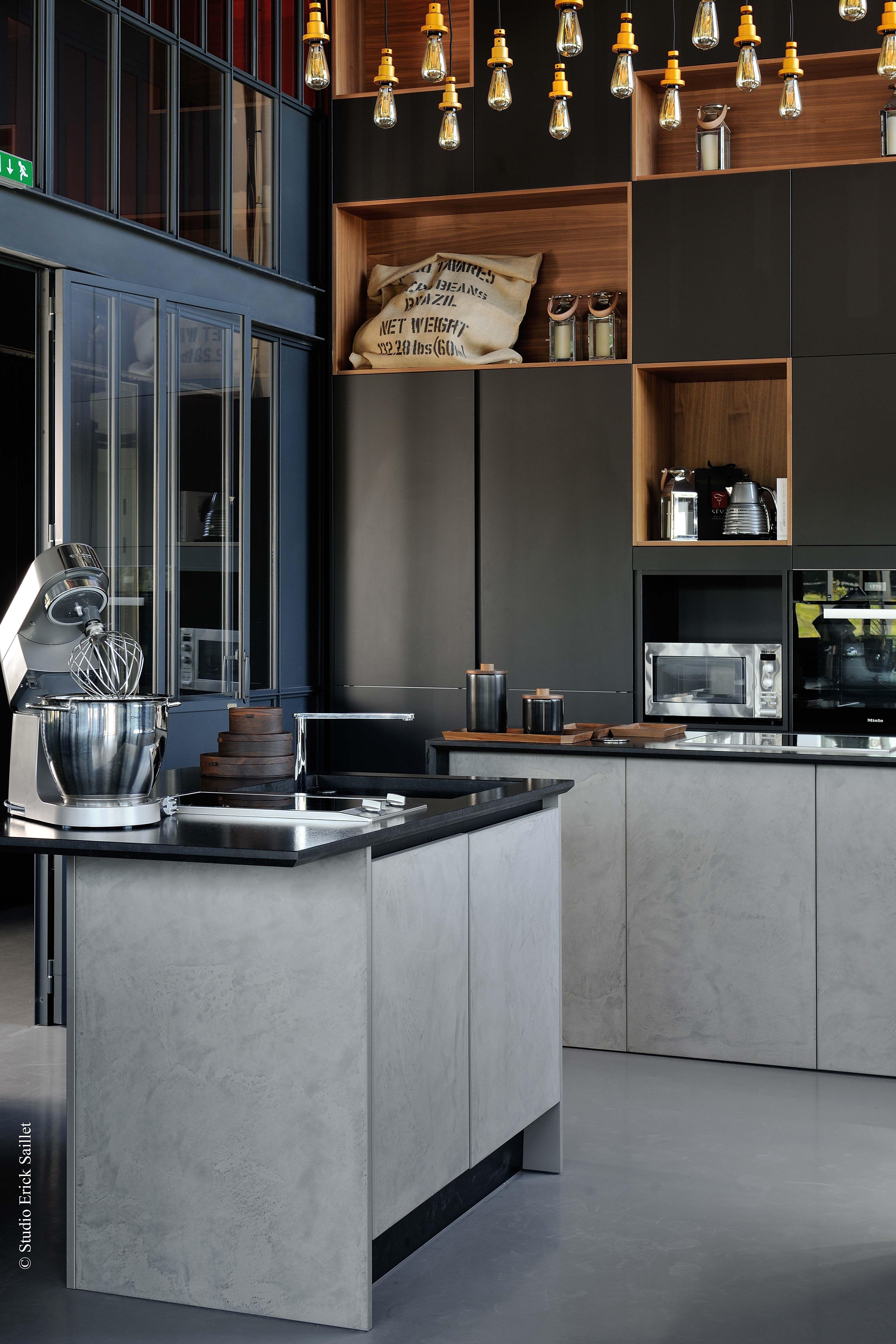 Une cuisine moderne qui joue sur les volumes et les matières L