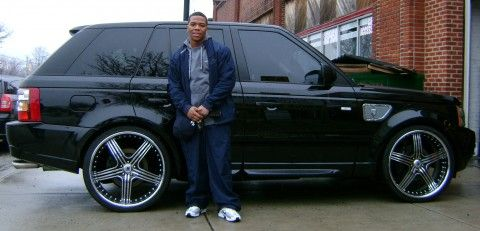 Ray Rice was a star running back for Rutgers and this season he is becoming a star running back for the Baltimore Ravens. This little man can really run the ball and avoid defenders. Here he is with his black 2008 Range Rover Sport Supercharged. He had his car customized at No Limit Inc in …