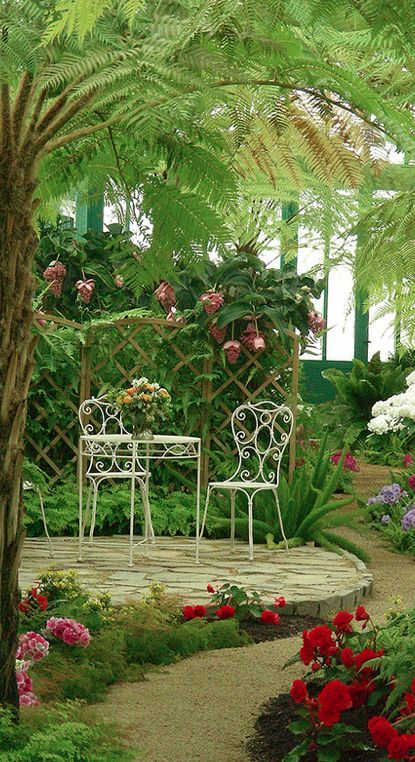 Inviting tropical garden at The Royal Greenhouses of Laeken in Brussels, Belgium • photo: Natali Antonovich on Flickr #tropischelandschaftsgestaltung